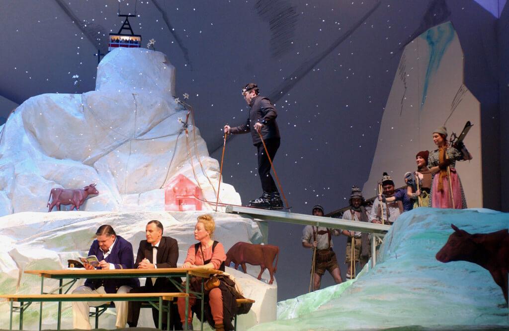 Bühnenbild-OPER-BONN-Im-Weißen-Rössl-Anne-Neuser