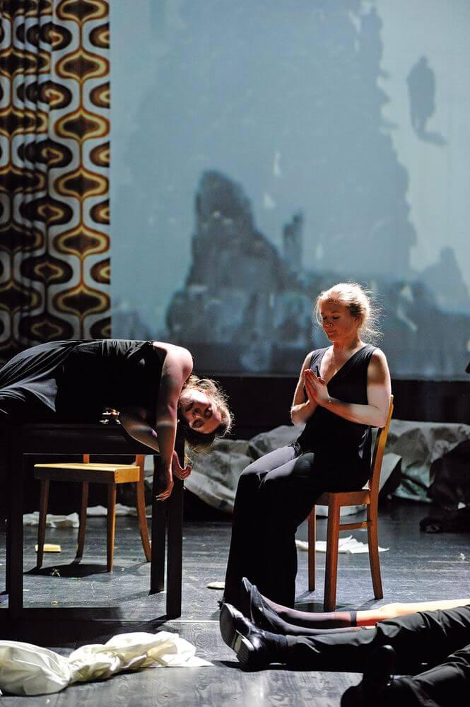 Ausstattung-Theater-Bamberg-2016-Die-deutsche-Seele-Anne-Neuser